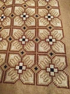 Cross Stitch Pillow, Simple Cross Stitch, Cross Stitch Rose, Cross Stitch Embroidery, Crochet Table Runner Pattern, Crochet Tablecloth, Cross Stitch Designs, Cross Stitch Patterns, Crochet Bedspread