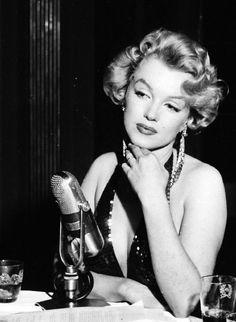 eternalmarilynmonroe:  Marilyn Monroe at the premiere of Baby Doll, 1956.