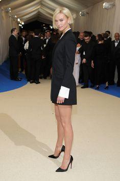 """celebrity-legs-and-heels: """"Karlie Kloss Follow http://celebrity-legs-and-heels.tumblr.com/ for more! """""""