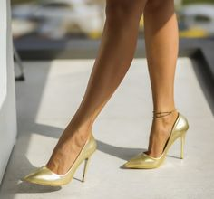 Pantofi stiletto aurii ieftini din piele eco Stiletto Heels, Shoes, Fashion, Legs, Heels, Zapatos, Moda, Shoes Outlet, La Mode