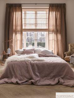 Vouwgordijnen in 1250 vouwgordijnstoffen. Ook in No Limits Home Bedroom, Bedroom Furniture, Master Bedroom, Bedroom Decor, Bedrooms, Pink Curtains, Pink Room, Stores, Decor Interior Design