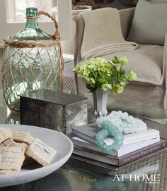 coffee table vignette-never enough of these ideas!