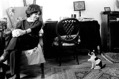 Crazy Cat Lady, Crazy Cats, Old Photos, Vintage Photos, Cat People, Famous People, Kitten, Reading, Fictional Characters