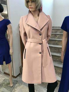 Παλτό με κουμπιά και ζώνη Coat, Jackets, Fashion, Down Jackets, Moda, Sewing Coat, Fashion Styles, Peacoats, Fashion Illustrations