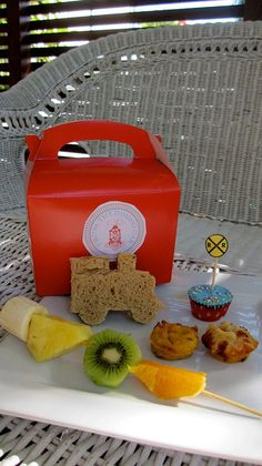 Kids party lunch box sunday collector blog soirees pinterest kids party lunch box sunday collector blog soirees pinterest lunch box lunches and box forumfinder Gallery