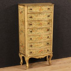 950€ Venetian tallboy in lacquered and gilded wood. Visit our website www.parino.it #antiques #antiquariato #furniture #lacquered #antiquities #antiquario #comò #commode #dresser #chest #drawer #golden #gold #decorative #interiordesign #homedecoration #antiqueshop #antiquestore #tallboy