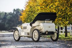 1908 Laurin & Klement BSC: only 12 were produced of this model Antique Cars, Vintage Cars, Old Sports Cars, Drive Time, Car Restoration, Gas Pumps, Abandoned Cars, Car Ford, Collector Cars