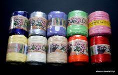 Rafia sztuczna imitująca rafię naturalną. Szpulki 200 mb z rafią w różnych kolorach.Służy do wiązania i zamykania ozdobnego torebek oraz woreczków foliowych lub papierowych /celofanowych/.