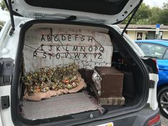 Trunk or treat stranger things 2016 - Modern Holidays Halloween, Halloween Party, Happy Halloween, Stranger Things Halloween Costume, Stranger Things Halloween Decorations, Stranger Things Theme, Truck Or Treat, Fall Carnival, Circus Party