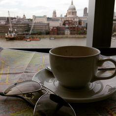 Pausa para o Cafezinho no Tate Modern com vista para o Tamisa e St Paul`s