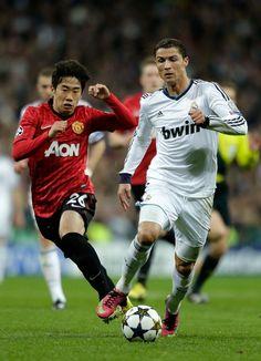 Shinji Kagawa(Manchester United) and Cristiano Ronaldo(Real Madrid) @Melissa Nelson.02.13, CL Round16 1st reg
