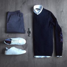 12 Men Sweater Outfits Ideas Worth Try - trendstutor Mode Outfits, Casual Outfits, Fashion Outfits, Mode Masculine, Sweater Outfits, Men Sweater, Sweater Shirt, Stylish Men, Men Casual
