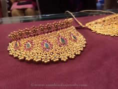 Gold Choker Necklace with Weight Details, 64 Grams Gold Necklace Design. Indian Jewelry Sets, Indian Wedding Jewelry, Bridal Jewellery, Gold Choker Necklace, Diamond Choker, Gold Jewelry Simple, Gold Jewellery Design, Chokers, Bangles