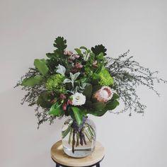 FRESH FLOWER BOUQUET F l o r a l S t y l i s t  (@pebbleanddot) Reception flowers sitting pretty ♡ Fresh Flowers, Bouquets, Floral Wreath, Reception, Wreaths, Pretty, Plants, Home Decor, Floral Crown