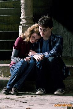 Are those velcro shoes Hermione? Harry Potter bts - Harry and Hermione Harry James Potter, Harry Potter Tumblr, Harry Potter Hermione, Hermione Granger, Images Harry Potter, Mundo Harry Potter, Harry Potter Universal, Harry Potter World, Harry Potter Friendship