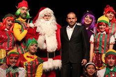 Como cada año La Fábrica de Santa y los duendes están trabajando para terminar los juguetes que Santa reparte en Navidad, pero se verán en grandes aprietos, descubre en café y cabaret que es lo que pasará.