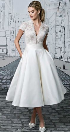 These tea length wedding dresses ideas, can be used as a reference for your wedding dresses. Are you looking for vintage style, elegant look ? Tea length wedding dress is perfect, especially for ev… Wedding Dress Tea Length, Tea Length Dresses, Cocktail Wedding Dress, 50s Style Wedding Dress, Gown Wedding, Courthouse Wedding Dress, Wedding Skirt, Wedding Dresses Simple Short, White Bridesmaid Dresses Short