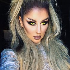A successful Halloween makeup can make you the focus of the public. It also reflects your makeup skills. Today we have collected 35 Halloween Makeup Ideas For Women. Collect it and try it on Halloween Halloween Inspo, Halloween Makeup Looks, Scary Halloween, Couple Halloween, Halloween Halloween, Werewolf Makeup, Girl Werewolf Costume, Wolf Costume Women, Halloween Contacts