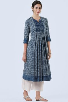 Buy A Line Kurta Online Kaufen Sie eine Linie Kurta online Salwar Designs, Simple Kurti Designs, Kurta Designs Women, Kurti Designs Party Wear, Latest Kurti Designs, Pakistani Kurta Designs, Designs For Dresses, Dress Neck Designs, Frock Design