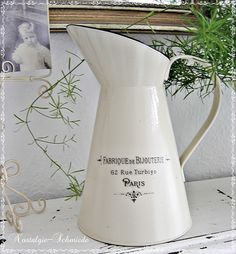 Ich habe eine Kanne / Krug / Vase aus Metall mit einem tollen Vintage-Motiv versehen. Eine schöne Dekoration für die Küche. Ein hübscher Wiesenstr...