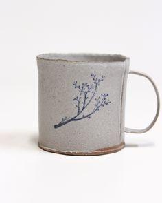 Pottery Mugs, Ceramic Pottery, Ceramic Cups, Ceramic Art, Tassen Design, Mugs And Jugs, Pottery Studio, Ceramic Painting, Mug Cup