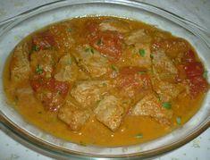 Reteta culinara Gulas de porc cu rosii din categoria Porc. Specific Ungaria. Cum sa faci Gulas de porc cu rosii Romanian Food, Arabic Food, Thai Red Curry, Recipies, Good Food, Food And Drink, Arabic Recipes, Ethnic Recipes, Travel