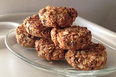 These Gluten Free Coconut Oats Muffin Bites are the perfect breakfast, snack, post-workout.you name it you're gonna love them! Coconut Recipes, Raw Food Recipes, Gluten Free Recipes, Low Carb Recipes, Healthy Recipes, Tasty Snacks, Healthy Desserts, Healthy Eats, Yummy Food
