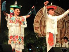 VAQUERIA: este tipico baile tiene una destreza utilizando como materiales para el baile charolas con vasos y botellas de cervesas sobre la cabeza, haciendolas aun mas interesantes.
