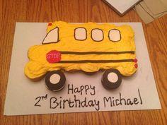 Bus cupcake cake