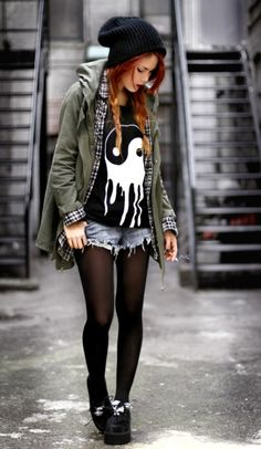 How to Do the Street Style Punk Look Diese Indie-Mode, Punk oder was auch immer es ist egal, thang c: Punk Rock Outfits, Grunge Style Outfits, Hipster Outfits Winter, Mode Outfits, Fashion Outfits, Womens Fashion, Edgy Outfits, Girl Hipster Outfits, Scene Outfits