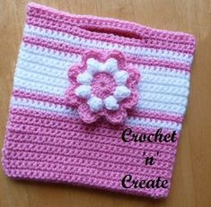 Free crochet pattern for little girls bag. #crochet