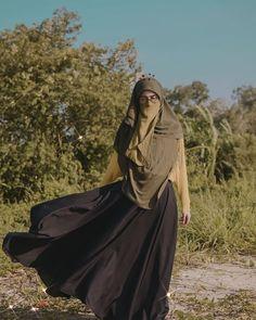 Patience is bitter , but the result is sweet 🍂🧡 Hijab Niqab, Muslim Hijab, Hijab Chic, Hijab Outfit, Niqab Fashion, Street Hijab Fashion, Muslim Fashion, Beautiful Muslim Women, Beautiful Hijab