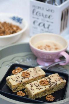 #walnussschnitten #walnusskuchen #powersnack #walnuss #powerriegel #honigkuchen #haferflocken #butterglasur Walnuss-Honigschnitten, ein Powersnack mit Haferflocken, Nüssen und Kokosraspel, mit einer saftigen Butter-Honi-Glasur