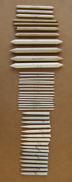 """Conjunto de esfuminhos e """"tortillions"""" para esbater e retirar as marcas de lápis."""