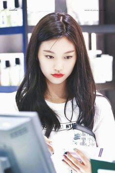 DOYEON Korean Girl, Asian Girl, Choi Yoojung, Kim Doyeon, Unique Faces, Sad Faces, G Friend, Ioi, Young And Beautiful