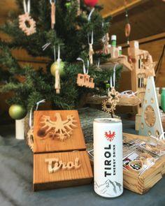 Wir wünschen euch allen einen schönen 2. Advent 🕯🕯#aschluckhoamat #tirolenergy 2 Advent, Gift Wrapping, Christmas Ornaments, Drinks, Holiday Decor, Gifts, Instagram, Home Decor, Gift Wrapping Paper