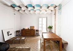 Siamo a casa dell'architettoBenedetta Tagliabue, titolare dello studio Miralles&Tagliabue, che vivenel quartiere gotico di Barcellona, il cuore storico della metropoli catalana. I colori e i ...
