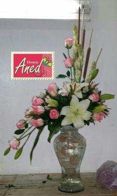 Jarron con rosas y lilis