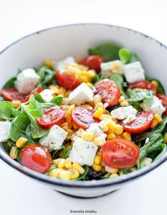 Salad with feta cheese, tomatoes and corn Fast Healthy Meals, Healthy Salad Recipes, Clean Recipes, Vegetarian Recipes, Healthy Eating, Cooking Recipes, Appetizer Salads, Appetizer Recipes, Proper Tasty