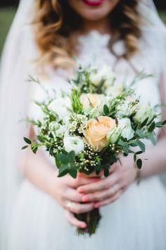 Samanthas und Thomas' selbst gemachte Vintage-Traumhochzeit @Karti Fotografie http://www.hochzeitswahn.de/inspirationen/samanthas-und-thomas-selbst-gemachte-vintage-traumhochzeit/ #wedding #mariage #flowers