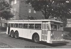 Berlin 1935 O-Bus 1004 in Steglitz (Ausfahrt der Wagenhalle Steglitz) S Bahn, Bus Coach, The Third Reich, Historical Photos, Street Photography, Germany, Public, Coaches, World