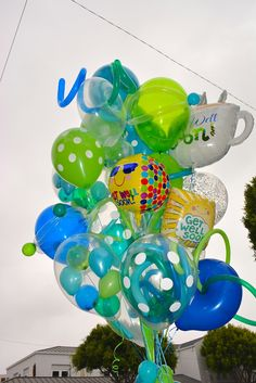 Yellow Balloons, Big Balloons, Birthday Balloons, Baby Shower Bouquet, It's Your Birthday, Happy Birthday, Sims Baby, Molly Sims, Balloon Bouquet