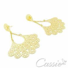 Brinco Leque Catena folheado a ouro com garantia.  Confira os outros modelos www.cassie.com.br    Use o Cupom de desconto CA10 e ganhe 10% de desconto.   #Cassie #semijoias #acessórios #moda #fashion #instajoias #tendências #prata #charms #cupomdedesconto #instasemijoias #pulseirismo #zirconias #folheado #dourado #berloques #brincoleque