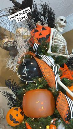 Halloween Trees, Halloween Porch, Halloween Home Decor, Diy Halloween Decorations, Cute Halloween, Holidays Halloween, Halloween Crafts, Halloween Pallet, Outdoor Halloween Parties