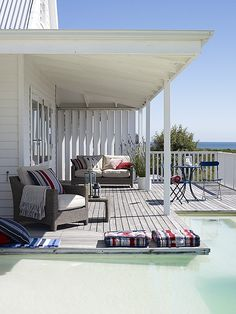 beachcomber: relaxed coastal style