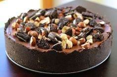 Die-hard Nutella fans, this is a tribute to you. A decadent no-bake Oreo cookie and Nutella Cheesecake. Rich, creamy, chocolatey and hazelnutty. Definitely death by Nutella. Oreo Nutella Cheesecake, Cheesecake Recipes, Dessert Recipes, Chocolate Caliente, Hot Chocolate, Nutella Recipes, Chocolate Recipes, Cupcakes, Cake Ingredients