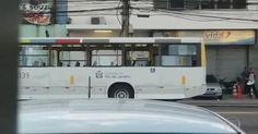 Adolescentes vandalizam ônibus na saída da praia no Rio; veja imagens