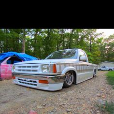 Mazda b2200 bagged and boddied on 20s