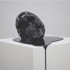 Discover more of the best Sculpture, Technosoul, Death, and Art inspiration on Designspiration Memento Mori, Metal Girl, Crane, Instalation Art, Creation Art, Vampire, Black Skulls, Keep It Real, Skull And Bones
