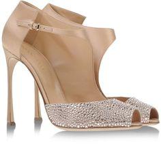 Pin for Later: Cinderella wäre auf diese Schuhe ganz schön neidisch  SERGIO ROSSI Peeptoes (970 €)